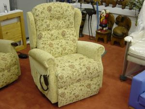 ullswater electric rise recliner chair